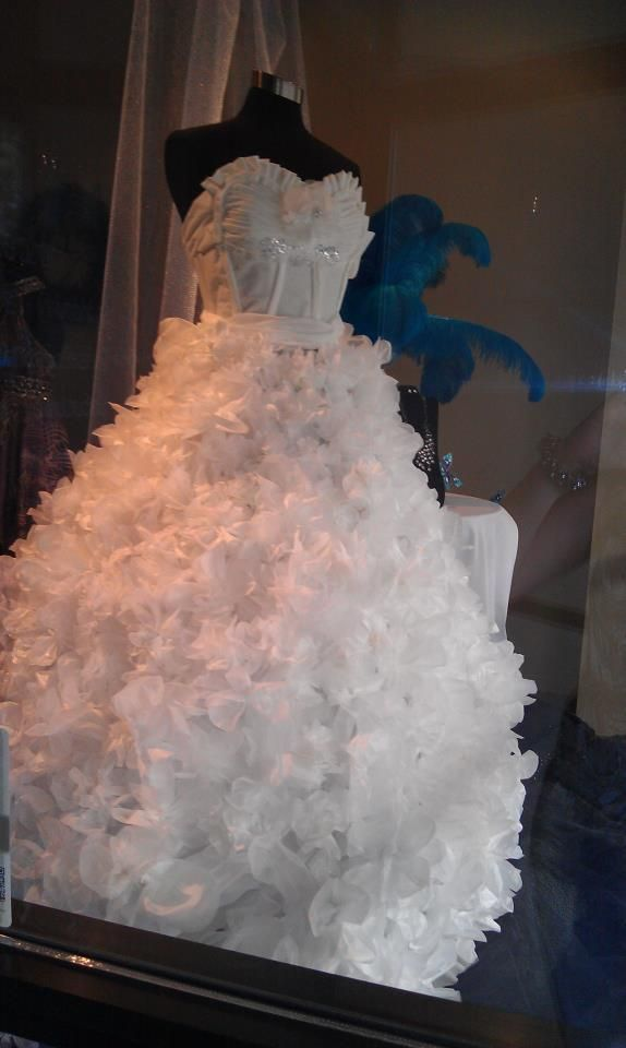 Wedding gown made from tissue and toilet paper. | Display ideas ...