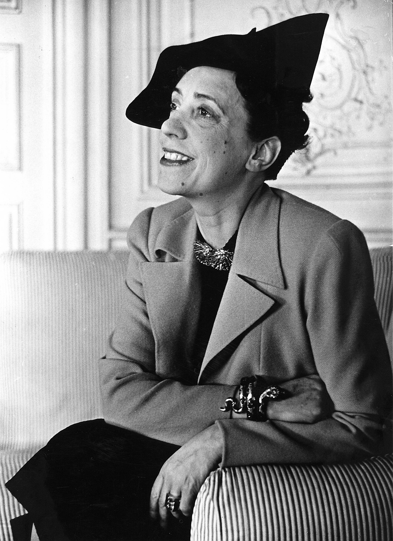 14 Italian Style Icons Through The Years Elsa Schiaparelli Schiaparelli Italian Fashion Designers