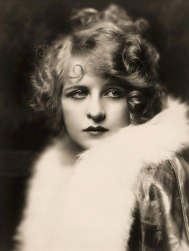 Beautiful woman vintage-photographs