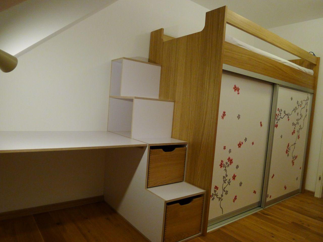 Kinderzimmer mit Hochbett, Schrank + Schreibtisch in Eiche