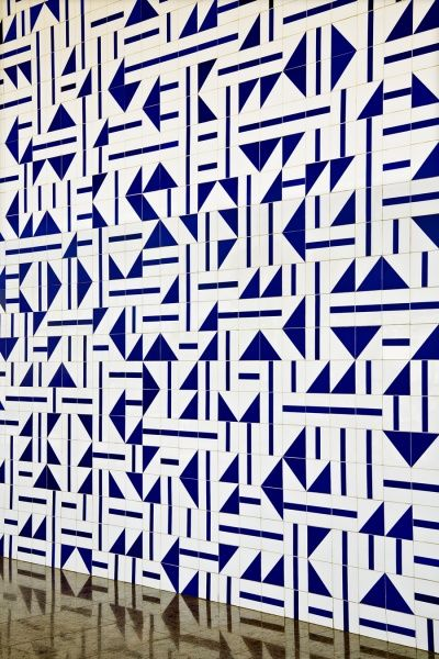 Interesting pattern for the wall using tiles | Athos Bulcão