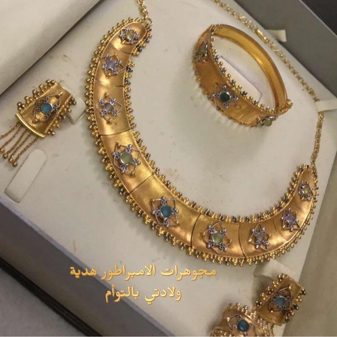بلوقر بحرينيه لعشاق الذهب On Instagram عطوها رايكم بنات وفرحوها بردودكم الجميله كشخه متابعاتي بذهب في رمضان للمش Gold Jewelry Gold Bracelet
