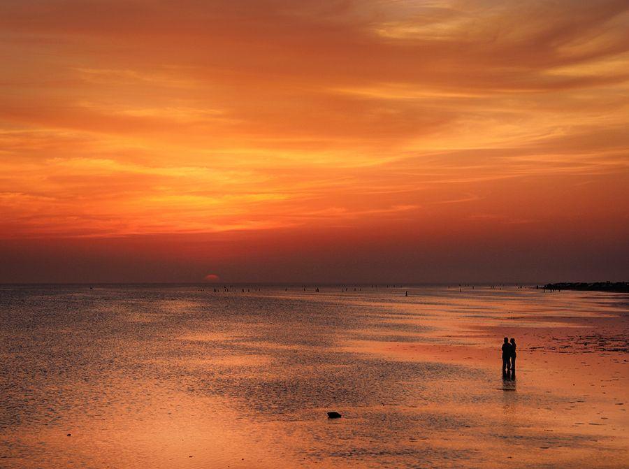 Sunset Lovers by M AlHarbi, via 500px