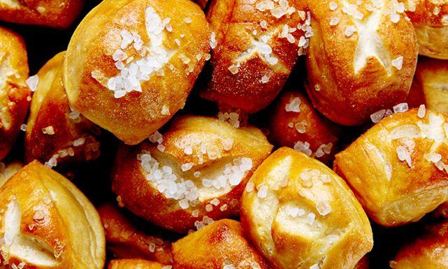 طريقة عمل لقيمات الخبز بالعسل Recipe Homemade Pretzels Recipe Mustard Dip Recipe Honey Mustard Dip