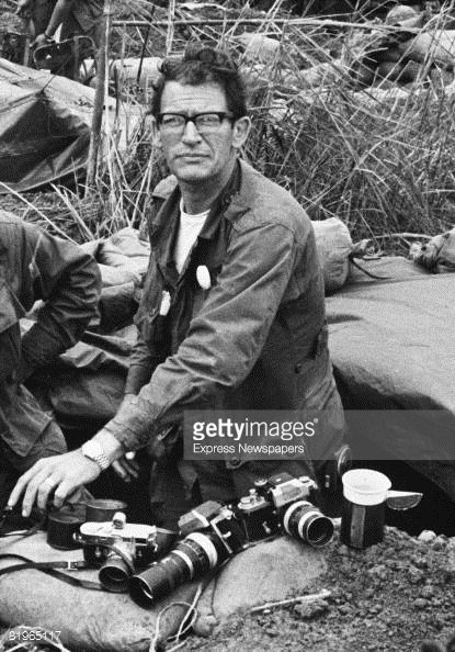 media.gettyimages.com photos war-photographer-larry-burrows-from-life-magazine-right-on-hill-picture-id81965117?s=594x594