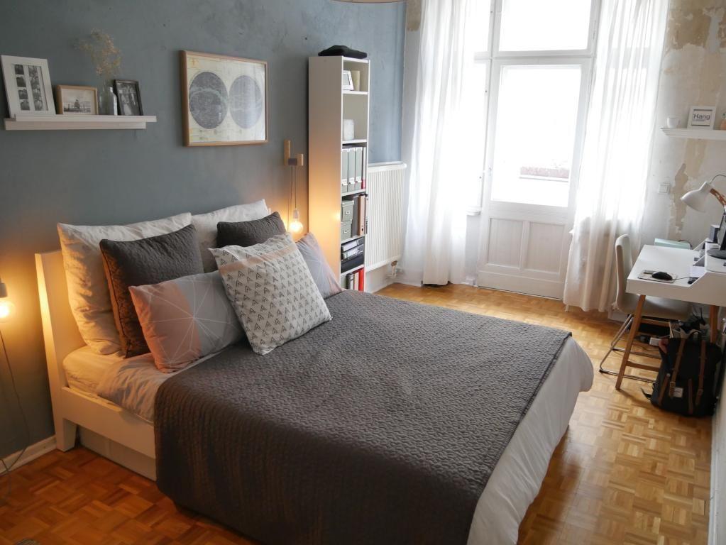 Wg Zimmer Mit Großem Gemütlichem Bett Mit Vielen Kissen Und