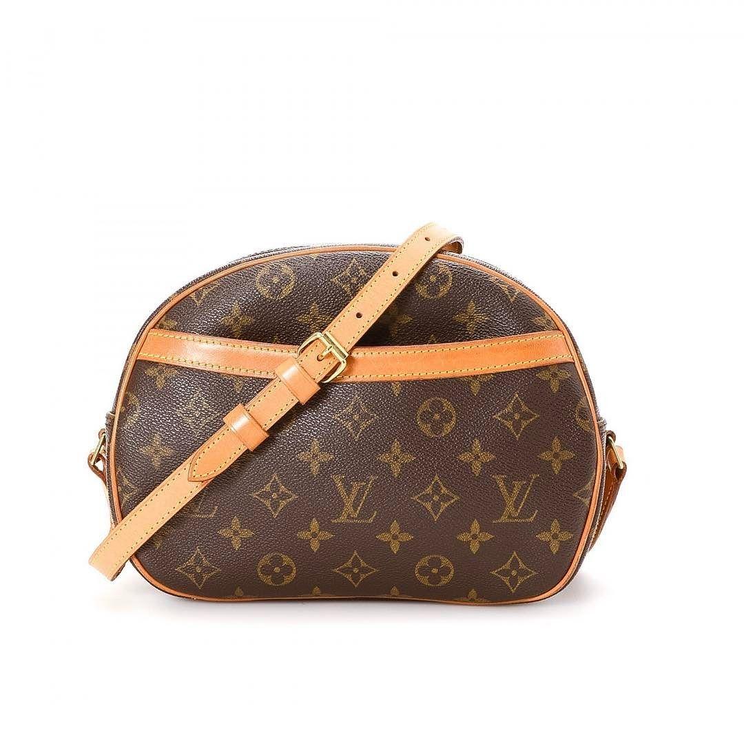66531b584346 Louis Vuitton blois monogram crossbody bag excellent condition measures 9.5  x 7.5 x 4.5