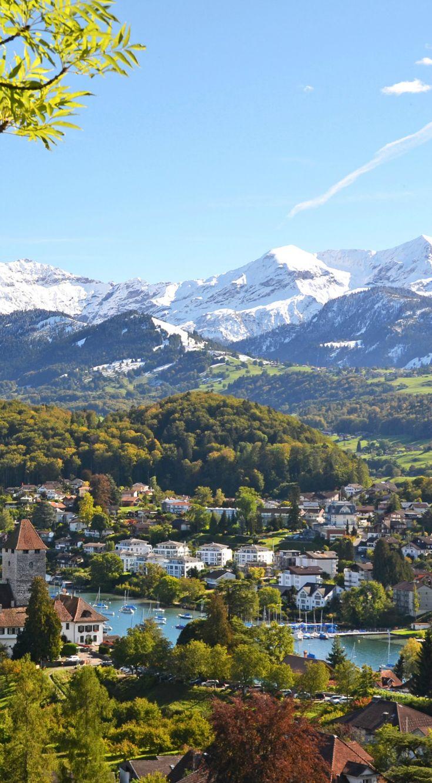 Blick Auf Spiez Im Schweizer Kanton Bern Bern Ist Eines Der Grossten Touristen Gegenden In Der Schweiz Und Best Schone Landschaften Schweiz Berge Schweiz Reise