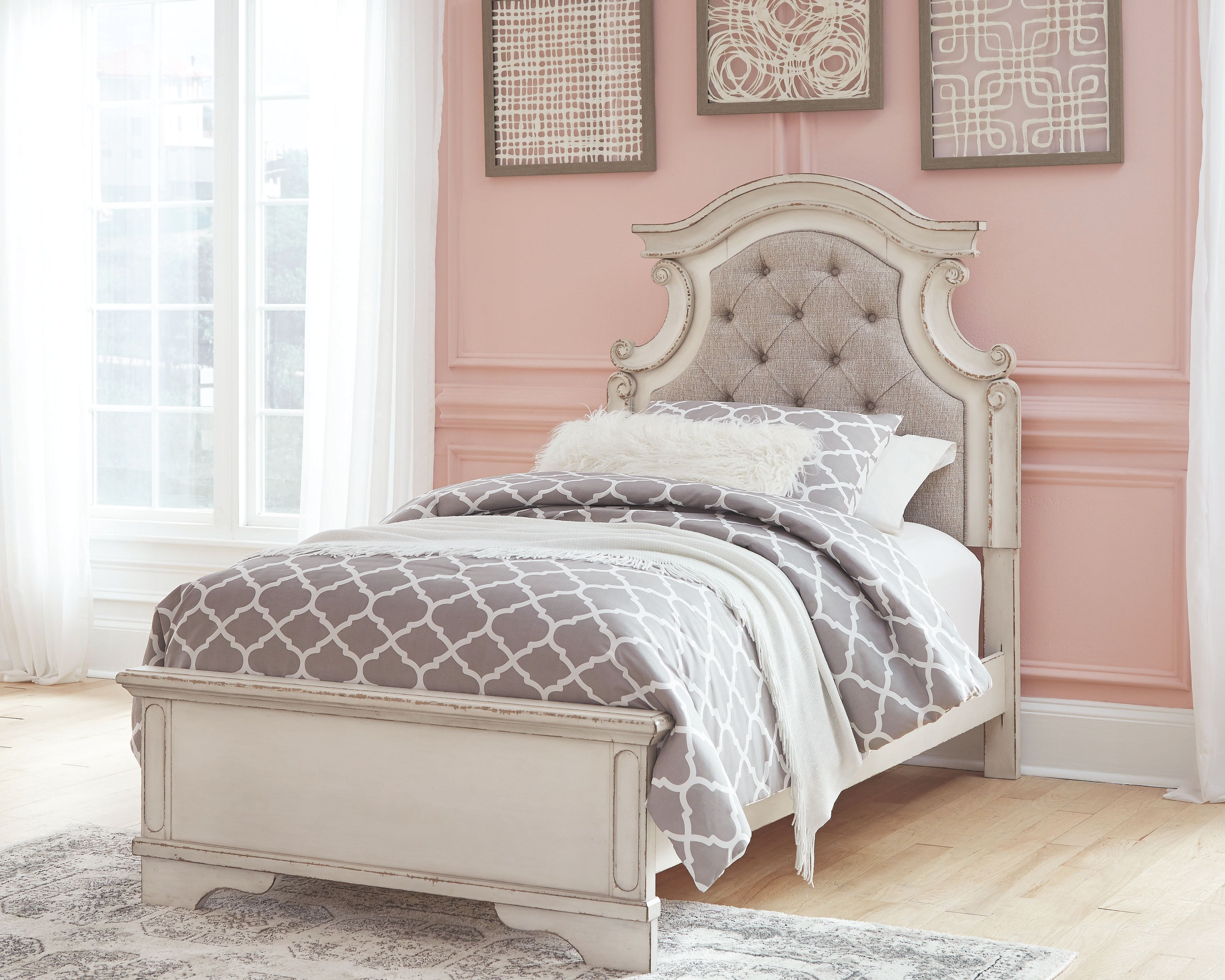 Realyn Twin Panel Bed, Chipped White Panel bed