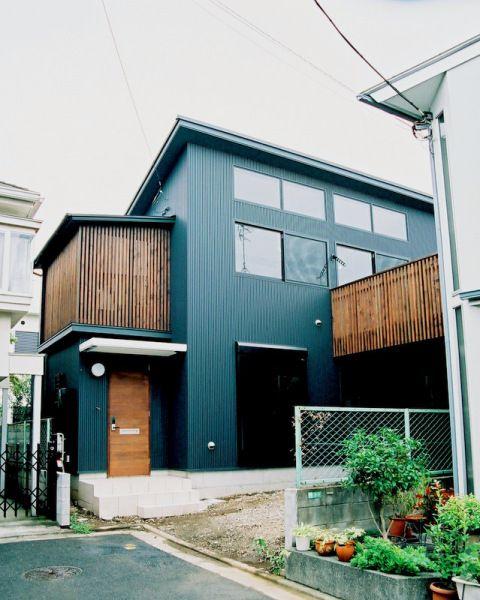 14帖のバルコニーを持つ家 住宅 外観 家の塗装 住宅建築デザイン
