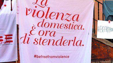 Niente fondi: a rischio centri antiviolenza che assistono 16mila donne l'anno