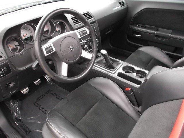 Dodge Challenger (interior)