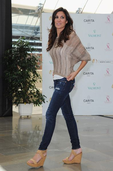 Daniela Ruah Wedges These caramel colored wedges were simple and classic on Daniela Ruahs casual outfit. Daniela Ruah Skinny Jeans These lightly distressed skinny jeans were amazing on Daniela Ruah.