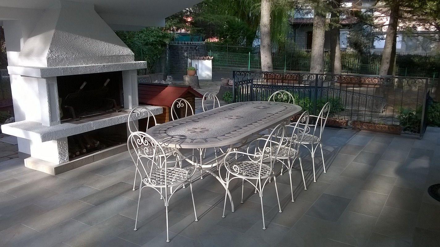 Tavolo ferro ~ Tavolo tondo con piano in travertino tavoli in ferro