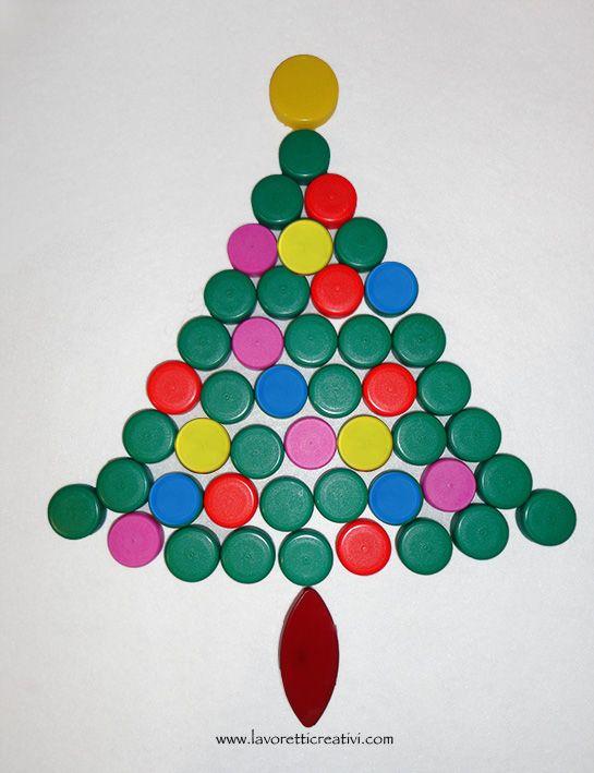 Lavoretti Di Natale Con Tappi Di Plastica.Albero Di Natale Con I Tappi Di Plastica Tappi Di Bottiglia Di Plastica Oggetti Artistici Con Bottiglie Bambini Artigianato Di Natale