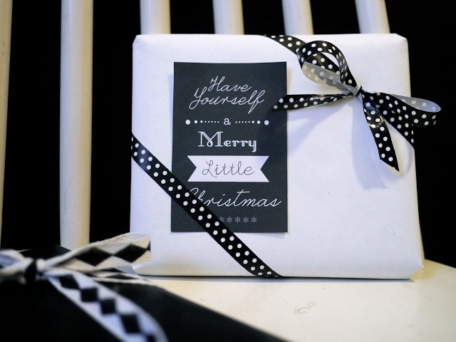 Gift card in black and white printables in the blog
