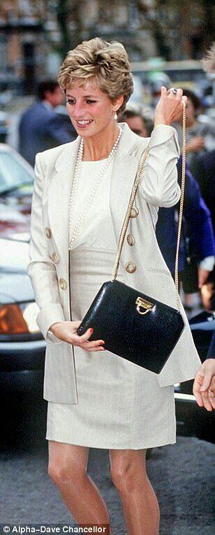 prinses di Diana Fashion, Lady Diana Spencer, Princess Diana Biography,  Diana Memorial, 5aa088d9d6