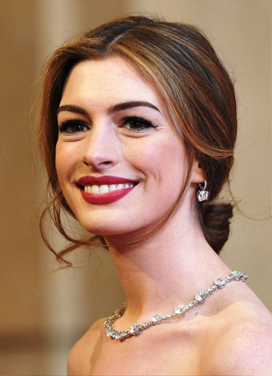 Anne Hathaway Center Part Loose Bun Updo …   Molly\'s Wedding   Pinte…