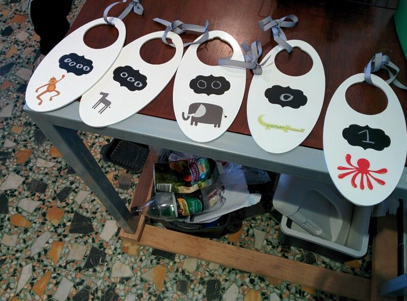 Baby clothes separators with chalkboard stickers to change sizes as baby grows!