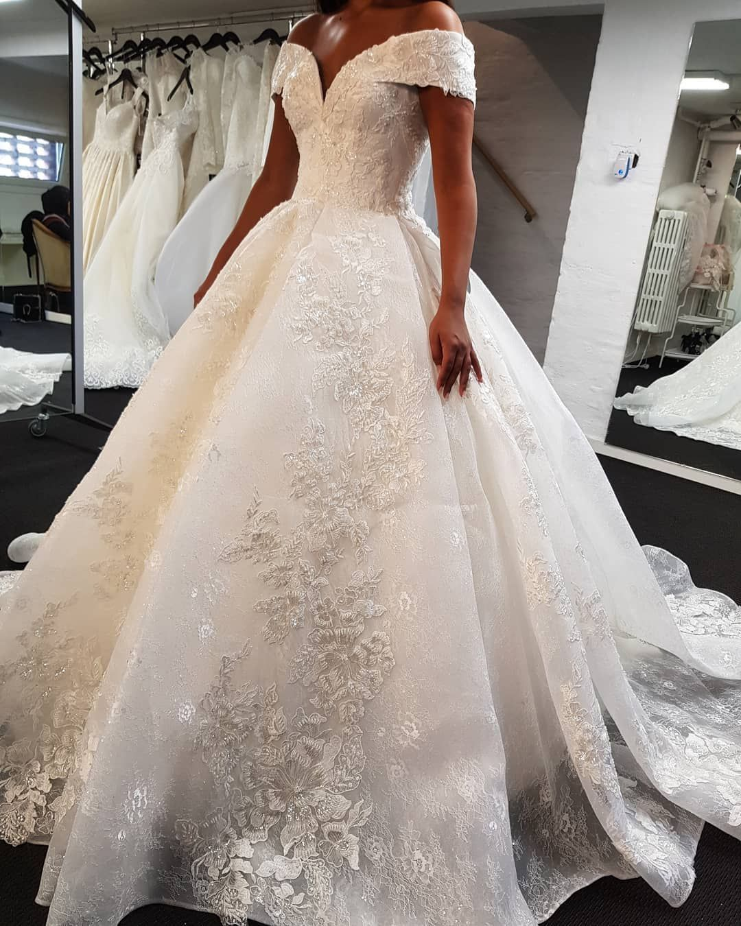 Luxus Brautkleid A Linie  Spitze Hochzeitskleider Günstig Online
