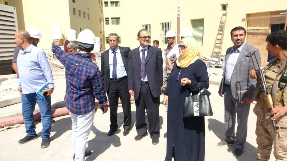 وزير الصحة يطلع على سير الأعمال في مشروعي إعادة تأهيل مستشفى عدن وبناء مركز القلب In 2021 Fashion Academic Dress Dresses