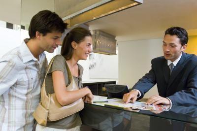10 Commandments Of Front Desk Clerks Ehow Hotel Secrets Told You So Executive Jobs