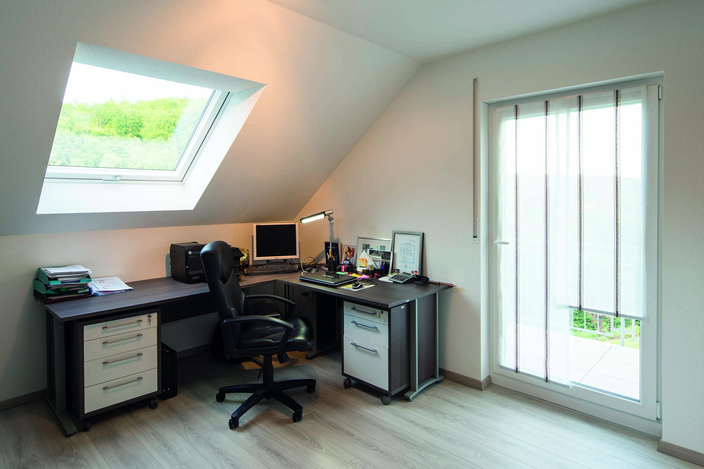 ger umiges b ro mit eckschreibtisch unter dachschr ge arbeitszimmer pinterest. Black Bedroom Furniture Sets. Home Design Ideas