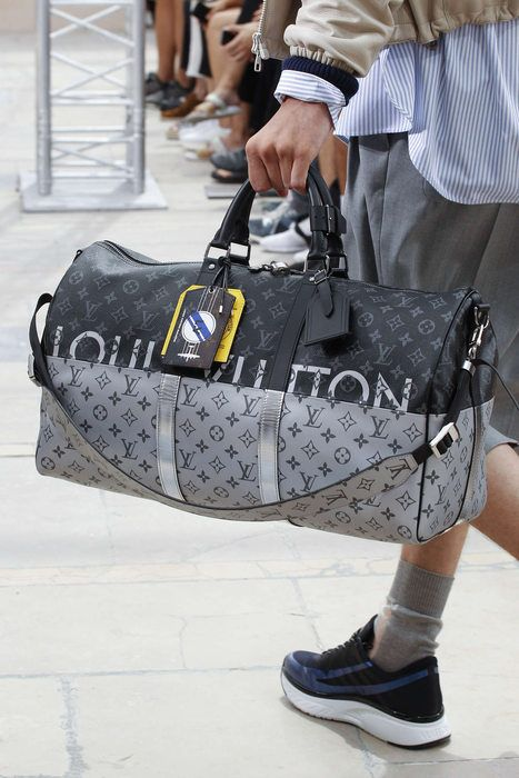 8c8c4436fa Louis Vuitton - Spring 2018 Menswear Sac Louis Vuitton Homme, Sac De Voyage  Longchamp,