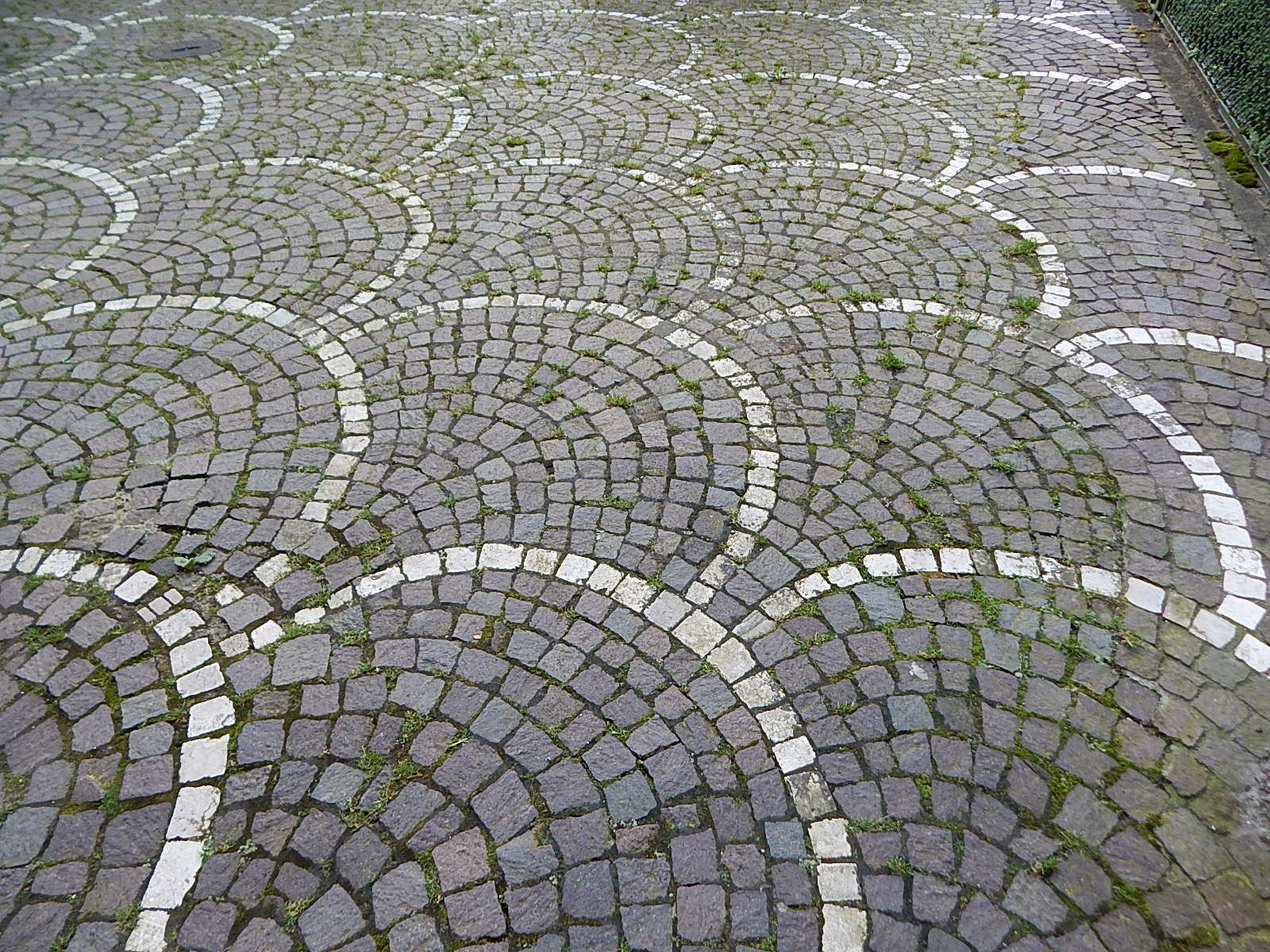 Explore Pavement Floorore Nice Fan Scallop Pattern Using Cobblestone