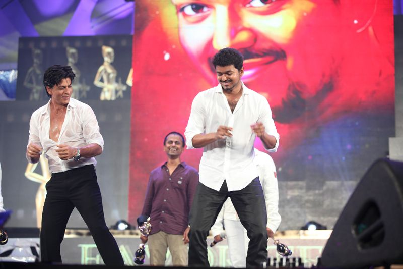 Vijay and SRK dance at Vijay awards 2013 | Vijay Awards