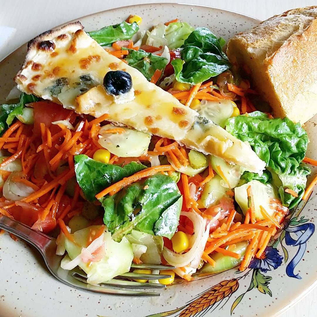 «Pizza salad by daddy ^^ #Instapic #instasize #dailypic #foodstagram #salad #daddy #pizza #HowToPrepareLeftovers»
