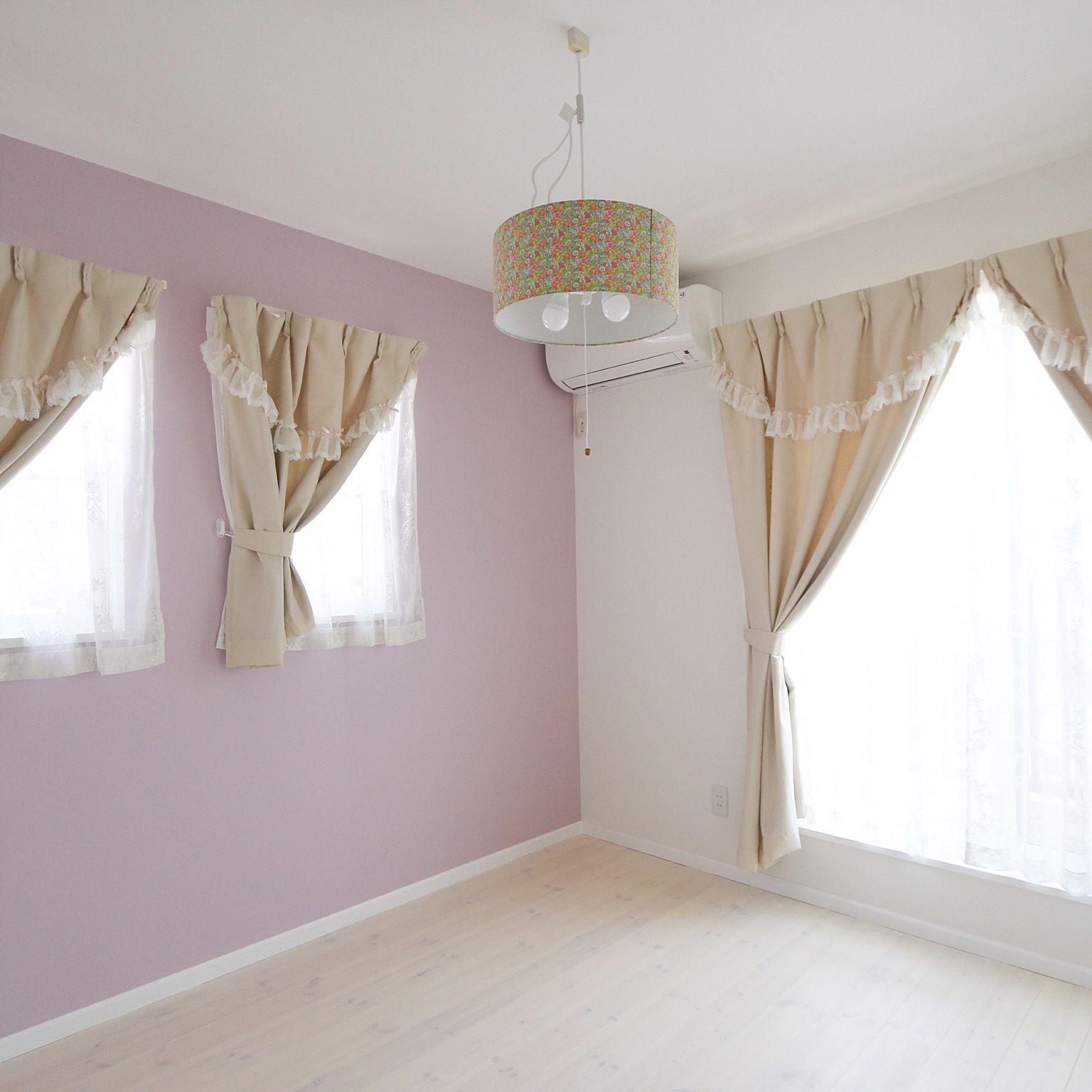 部屋全体 子供部屋女の子 ラベンダー色の壁 リバティ柄 ラベンダー色