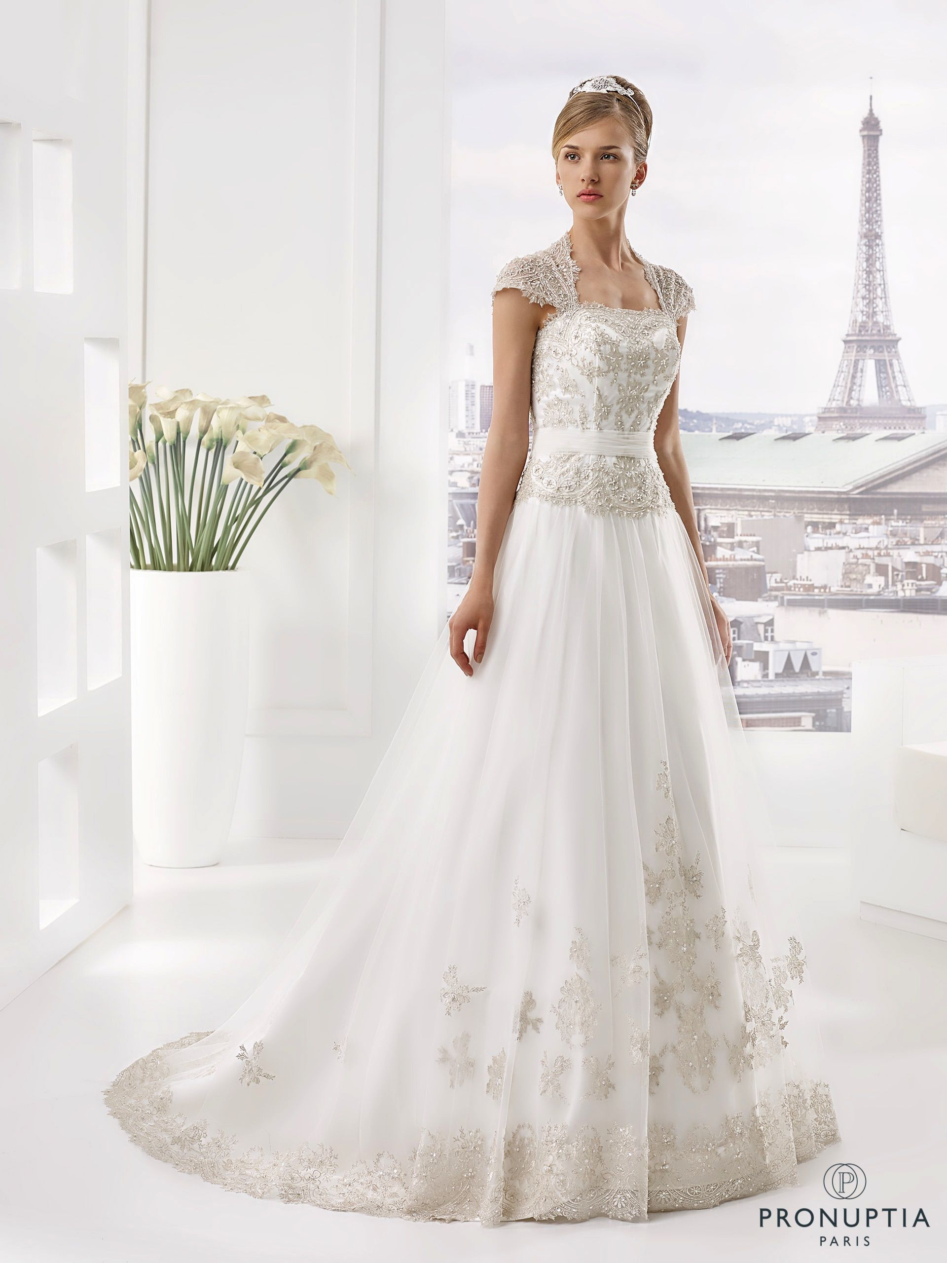 Acajou, collection de robes de mariée , Pronuptia