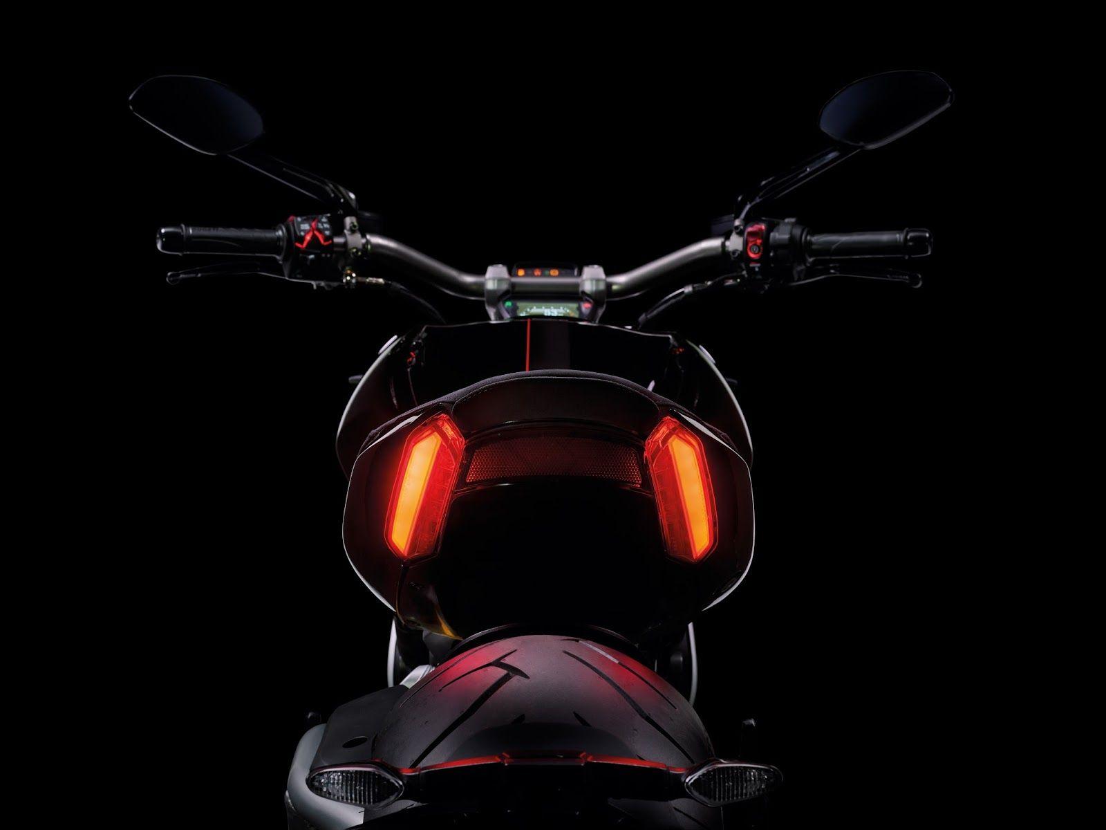 Racing Cafè: Ducati XDiavel S & XDiavel 2016