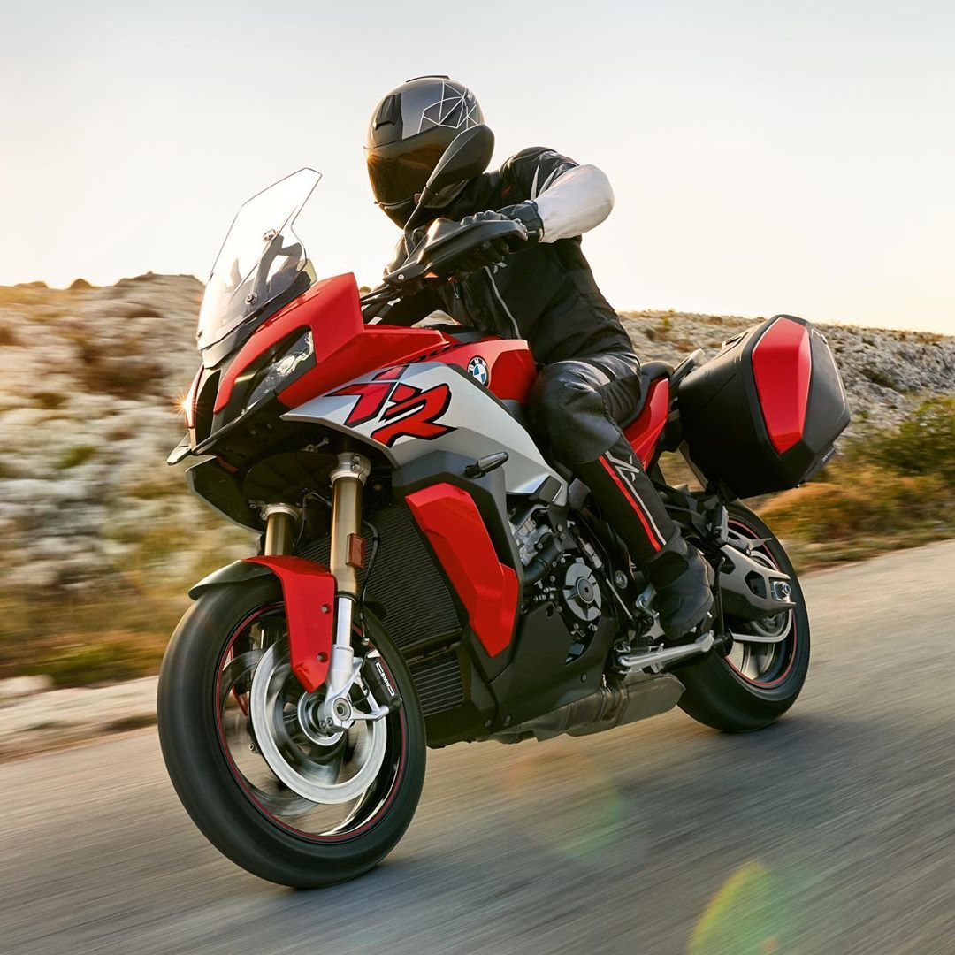 BMW S 1000 XR Specifications, Price, Colors, Mileage