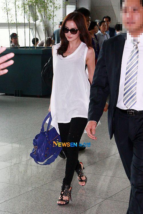 Kim Tae Hee Airport Fashion Is That Balenciaga I See S H A R E M Y W O R L D Pinterest