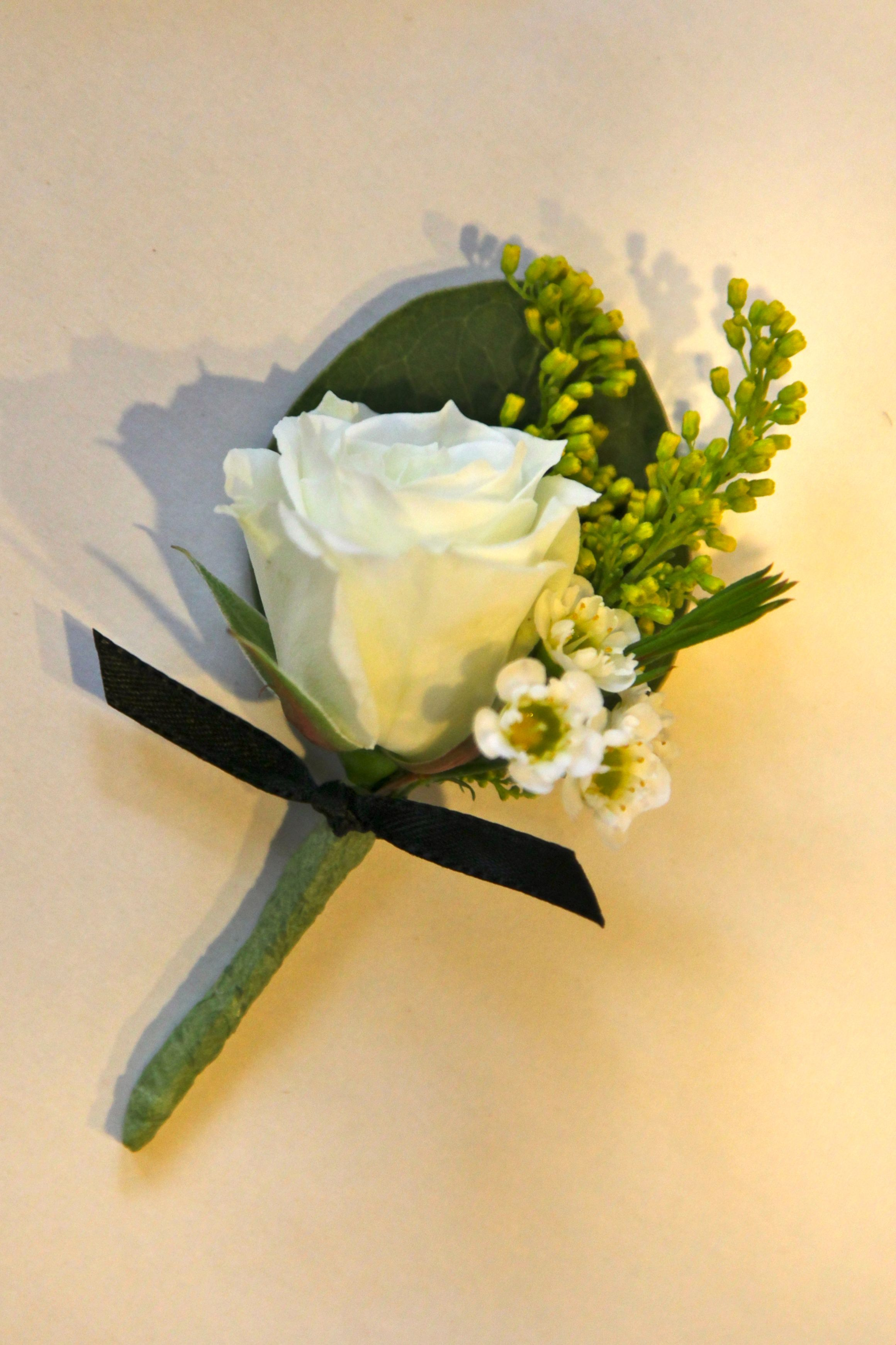 White Spraying Roses Corsages | Boutonniere with white ...White Spray Rose Boutonniere