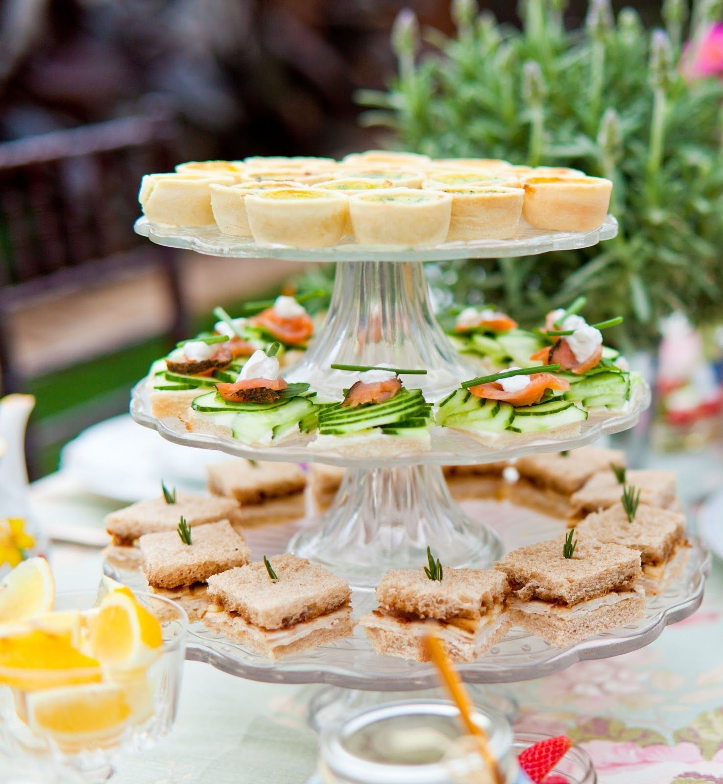 Wedding Party Food: Garden Tea Table Arrangement Ideas To Make Your Next Tea