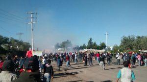 Desde Asunción Nochixtlán, Oaxaca, llegaron ayer hasta la Plaza de las Tres Culturas, en la Ciudad de México, decenas de heridos, viudas y niños que –acusaron– fueron agredidos por la Policía Federal (PF) el 19 de junio pasado, en el operativo de desalojo de la autopista: ''Aquí estamos, tenemos nombre, tenemos rostro, tenemos miedo. Aquí […]