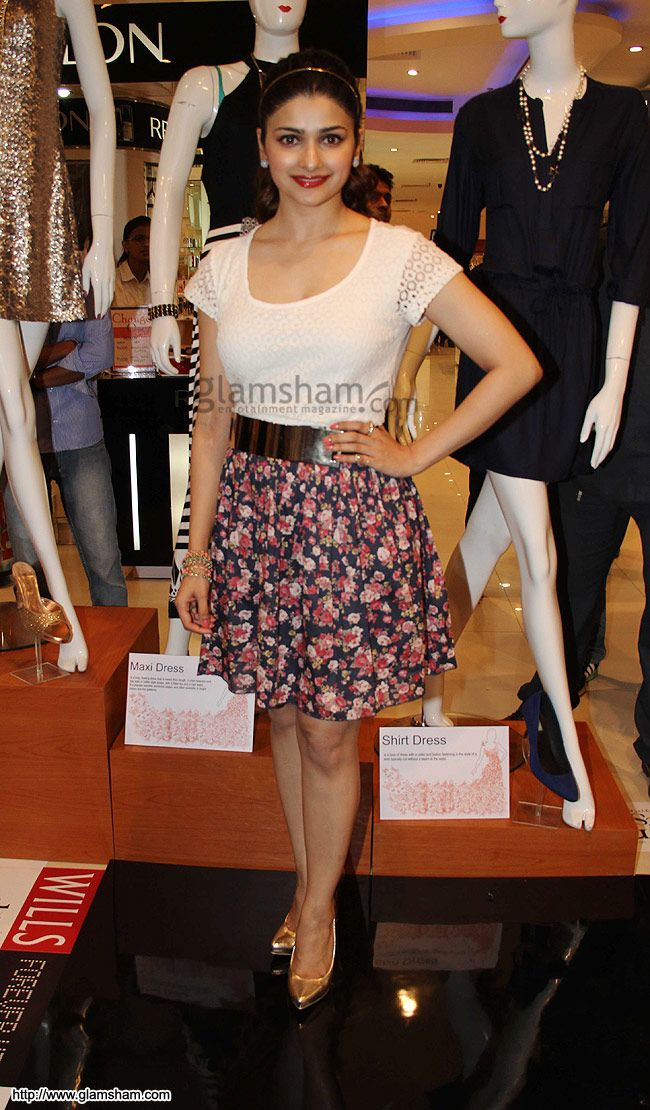 Prachi Desai In Short Skirts at Hot Bollywood babes in short ...