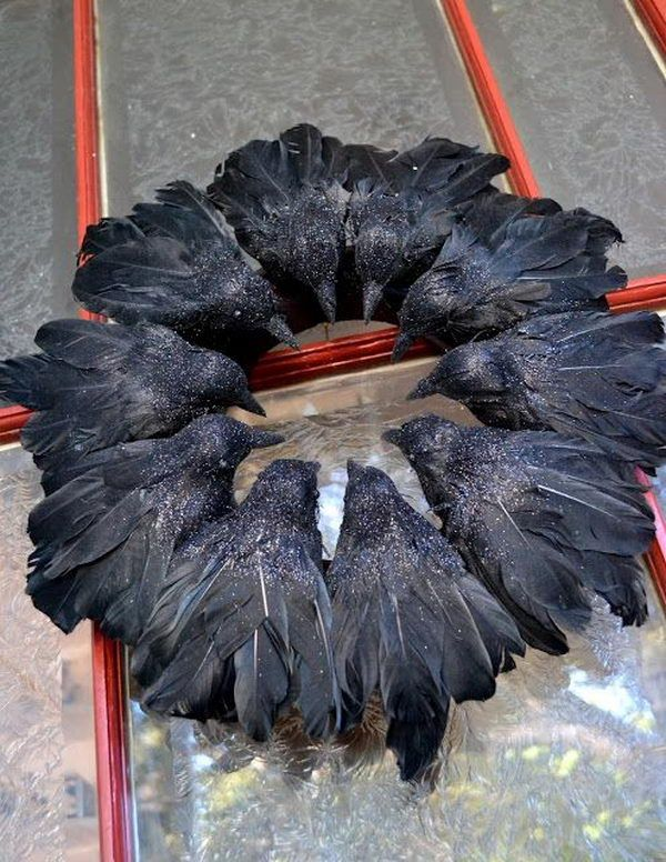 25 Easy and Cheap DIY Halloween Decoration Ideas Ravens wreath - halloween cheap decorations