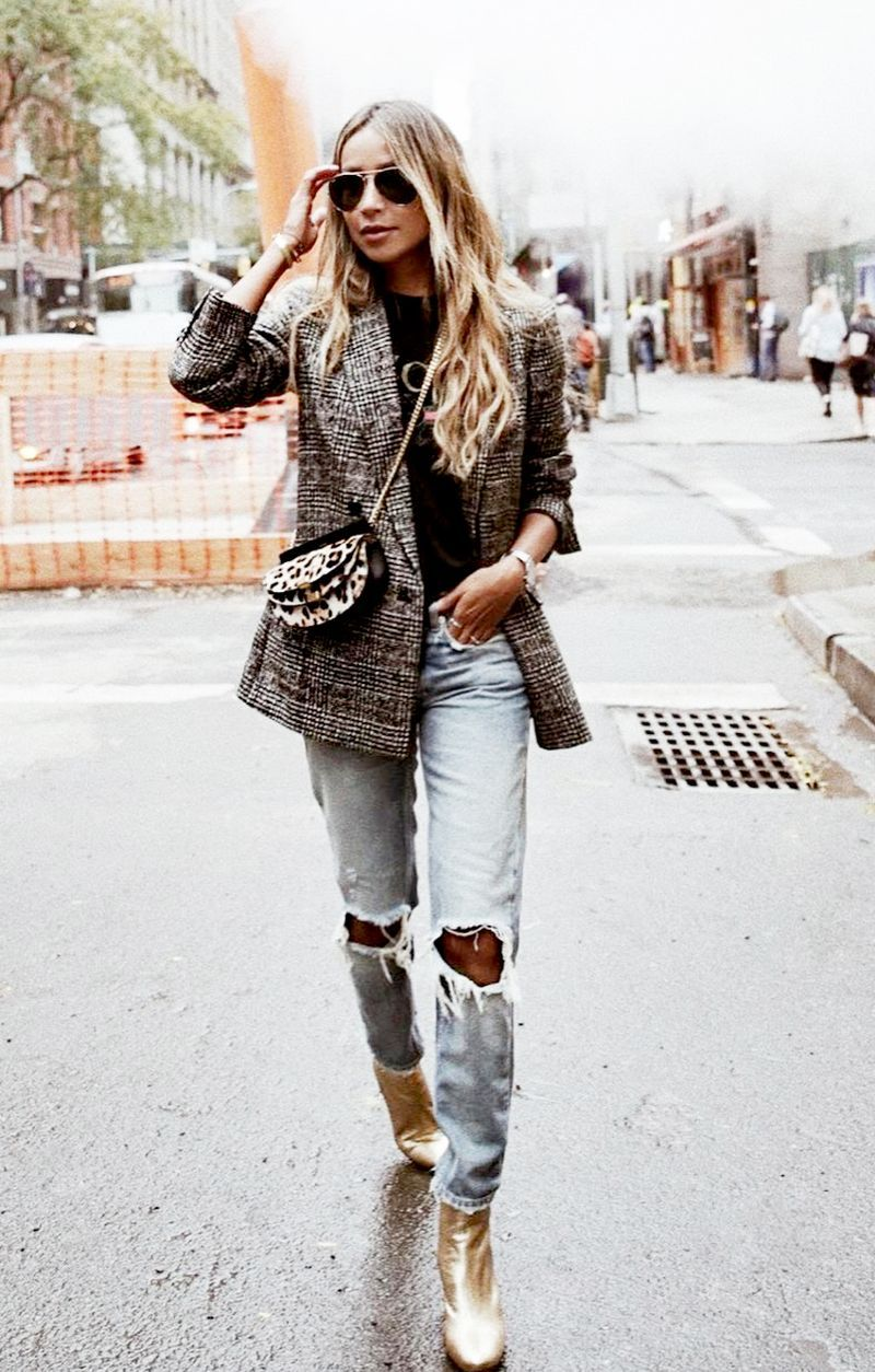 73916aa0c The Coolest Ways to Wear Jeans This Fall in 2019   effortless chic ...