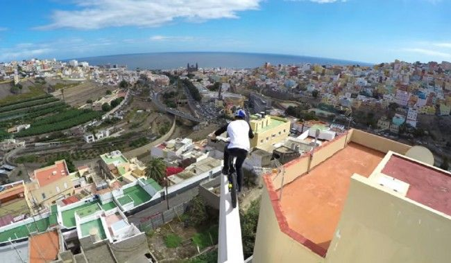 [VIDEO] Quand un mec fait du VTT en haut des bâtiments de Grande Canarie