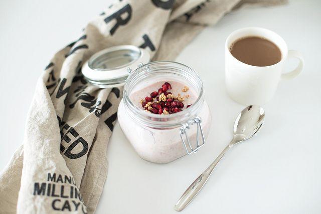pomegranate overnight oats