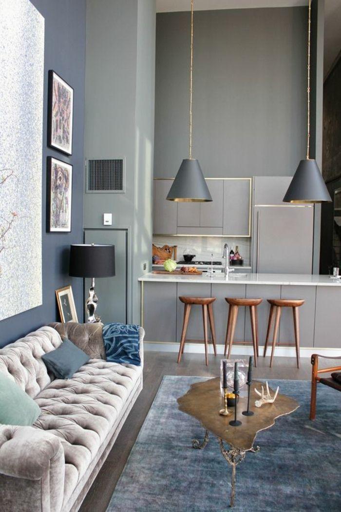 graues wohnzimmer mit küche - hölzerne barhocker | Living Room Decor ...