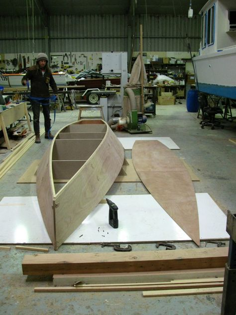 17 15 1/2 ft Rowboat   easy, pretty, plywood Rowboat Plan