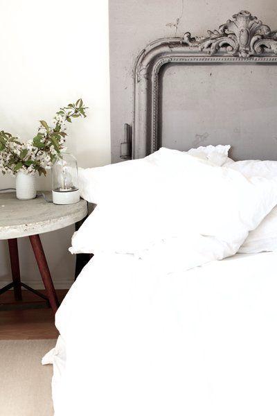 Schön schlafen – 10 Dekotipps für ein hübsches Schlafzimmer | SoLebIch.de  Foto: Anastasia Benko  #schlafzimmer #einrichtung #interior #interiordekor #inspriration #ideen #bett #kissen #bedroom