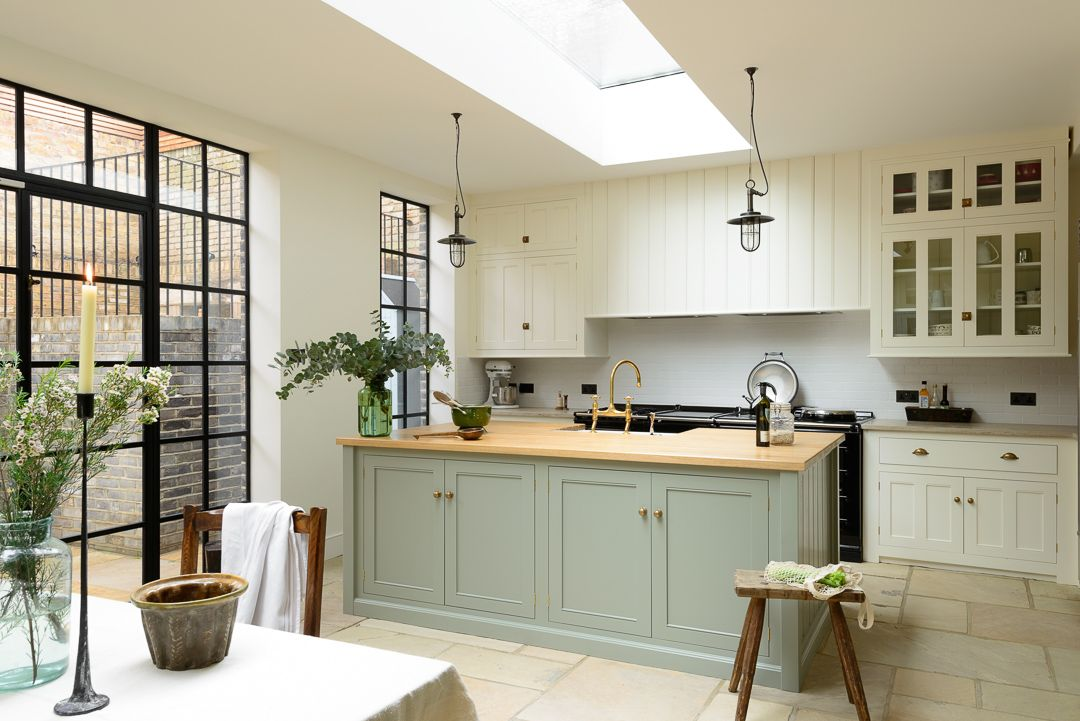 A Classic English Kitchen by deVOL Modern country