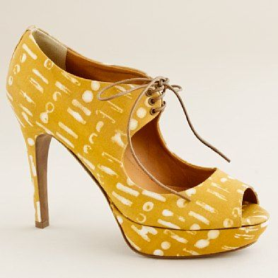 Liking the tie with the peep toe- But think I would like a solid mustard color better..