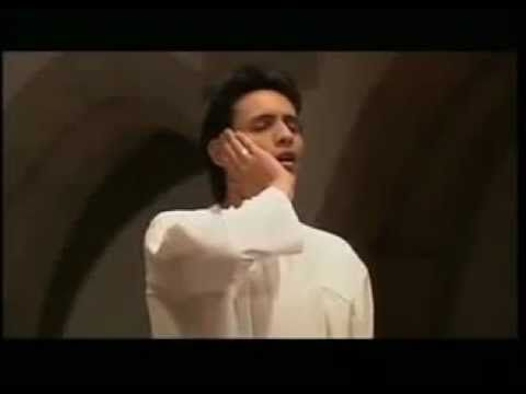 شاب يرفع الأذان في الكنيسة وسط الكهنة شاهد ماذا حدث - YouTube